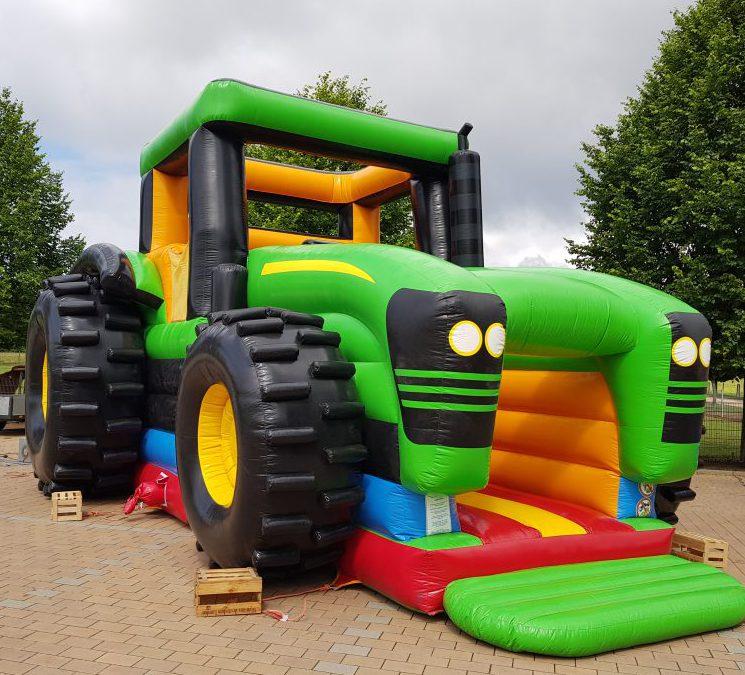 Hüpfburg Traktor